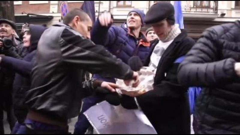 Новый погром в здании Россотрудничества в Киеве неонацистов никто не остановил