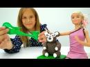 Игры для девочек Шоппинг с Барби! Купила необычную мебель Куклы Пластилин и п...