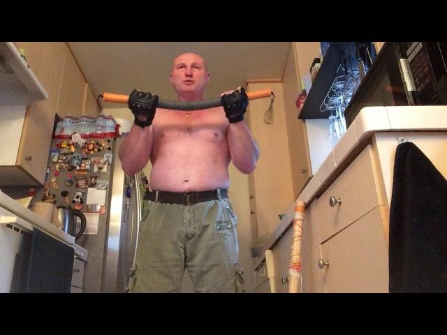 тренировка предплечий с эспандером на 80 кг и кувалдой на 4 кг
