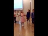 Моя доченька Сонечка поет песню о маме в детском саду.