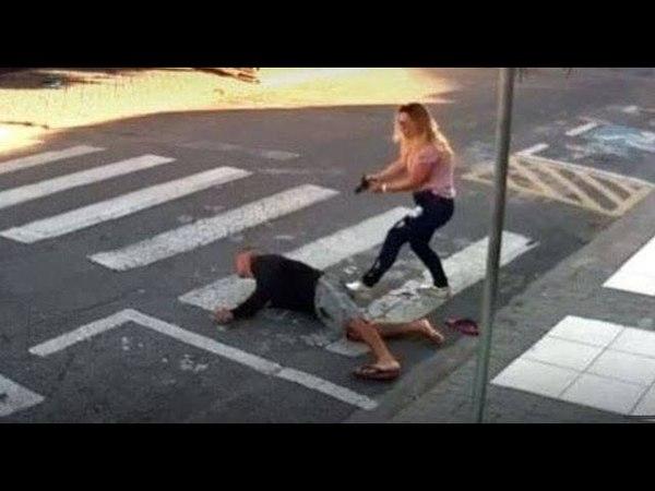 MÃE ARMADA PASSA FOGO EM VAGABUNDO