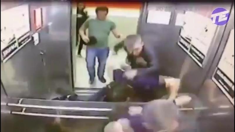 Драка в лифте. Один против троих. Омск. Кто победит