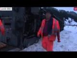 В Швейцарии из-за порывов ветра с рельсов сошел пассажирский поезд