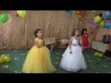 Моя доченька Татьяна и Полина поют на выпускном песню