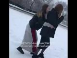 Теперь девочки кидают в снег [Нетипичная Махачкала]