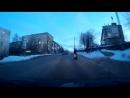 Молодая мама остановила сына в паре сантиметров от проезжавшей машины