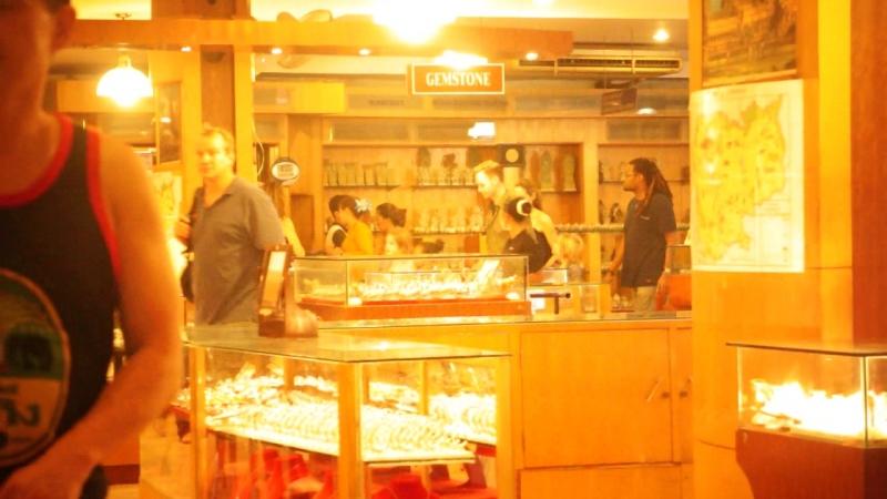 Анджелина Джоули Камбоджа ! Случайно встретил в магазине