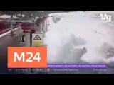 Снег с крыши платформы обрушился на проезжающий поезд - Москва 24