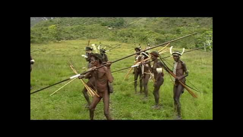 Танец с папуасами. Dancing with papuans.