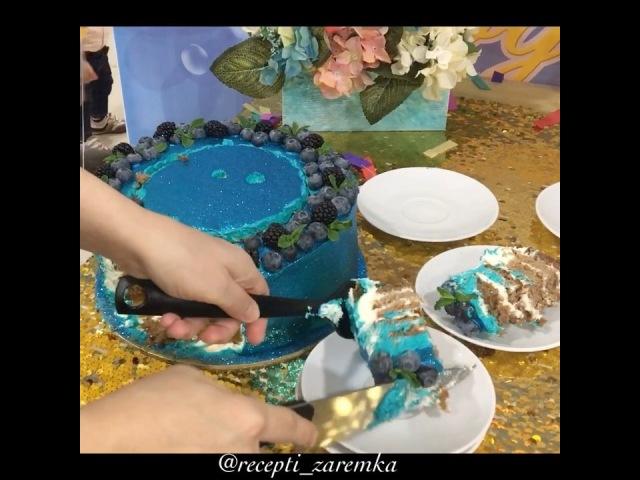 """Zaremka Saipudinova on Instagram: """"Синий блестящий тортик я пекла на день рождение её дочки @ramina_hair ☺️💙🎉 Все кто просил разрез, собрала неболь..."""