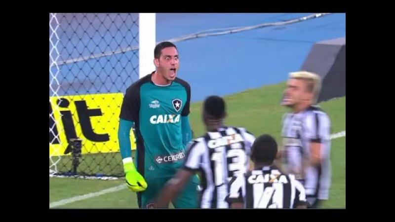 PERDEU O PÊNALTI: Diego Souza bate com força e goleiro do Botafogo espalma para fora