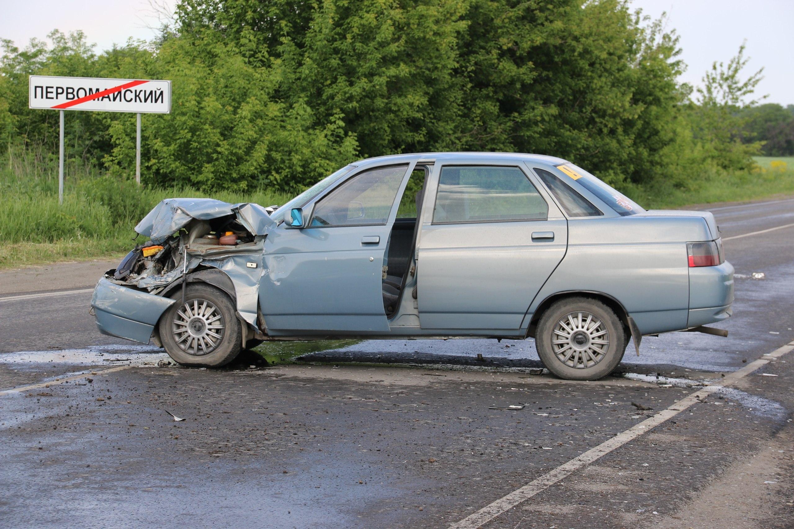 Сегодня в Красносулинском районе молодая автоледи на «десятке» въехала в «Ниву Шевроле».