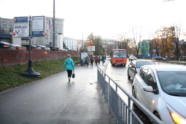 Парковаться ведь можно и на самой автобусной остановке.
