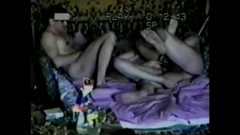 Пьяные мужики трахнули пьяную девушку вдвоем
