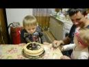 Брат и свечи задует, и торт за сестренку съест