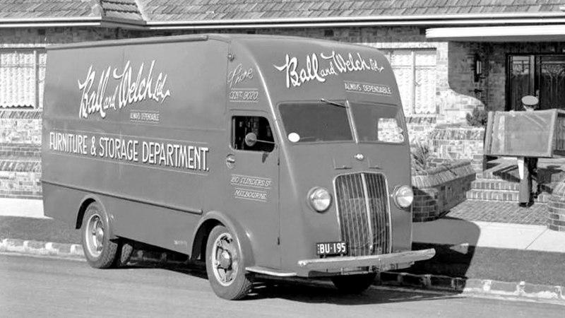 International Harvester D 300 Van 1940