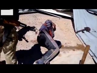 Российские наемники из ЧВК Вагнер жестоко пытают сирийского пленника  (+18)