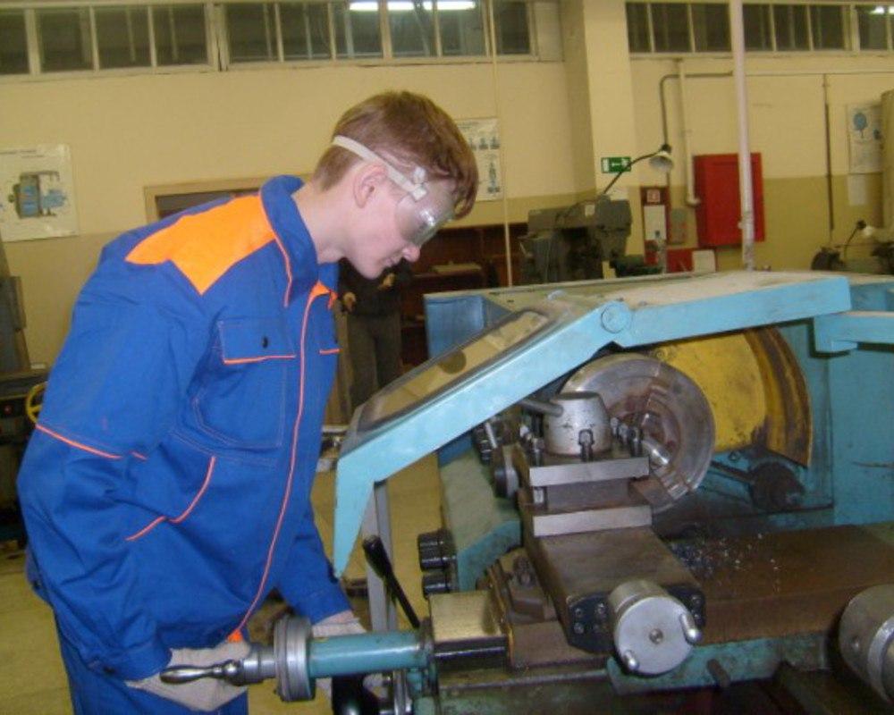 Специалист по гибке листового металла, труб и профилей