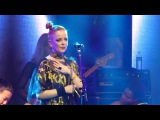 Shirley Manson &amp Girlschool Choir - Trick Is To Keep Breathing ( Bootleg Theater, LA CA 2318)