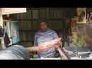 Музыка среди мяса кениец хранит коллекцию винила