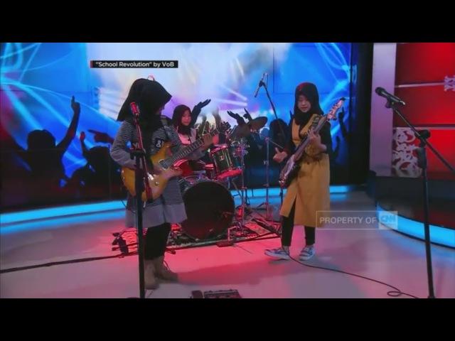 Aksi 'Cadas' Hijabers Nge Rock 'School Revolution' by VOB