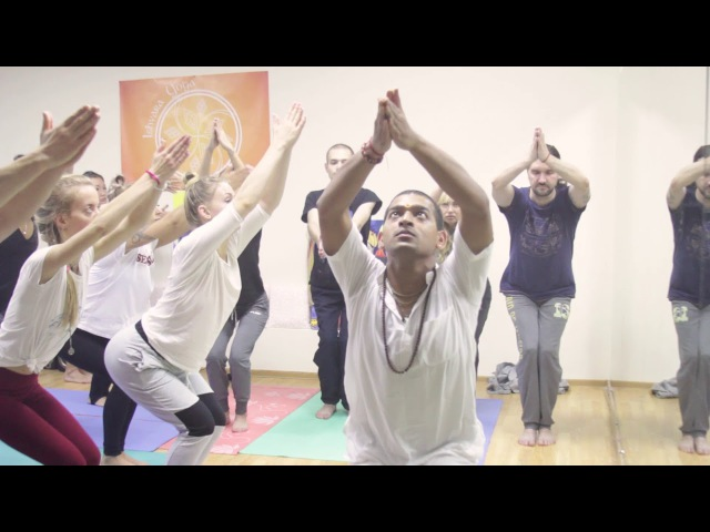Yoga class with live handpan music (RAV Vast D major)