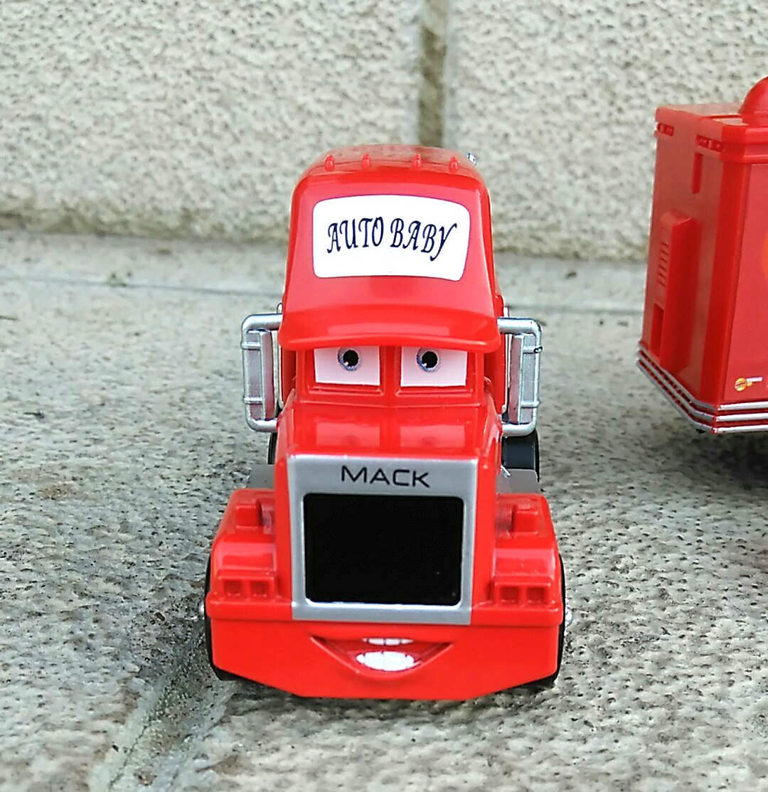 Молния Макуин и грузовик Мак из магазина Childhood Dreamwork
