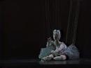 Балерина-марионетка исполняет партию Мари в балете Щелкунчик П.И. Чайковского Театр кукол г. Зальцбург