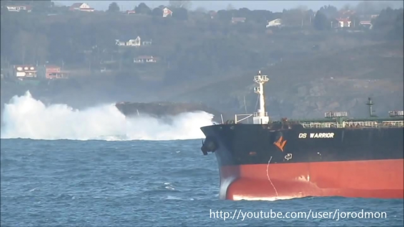 Crude Oil Tanker DS WARRIOR leaving A Coruña