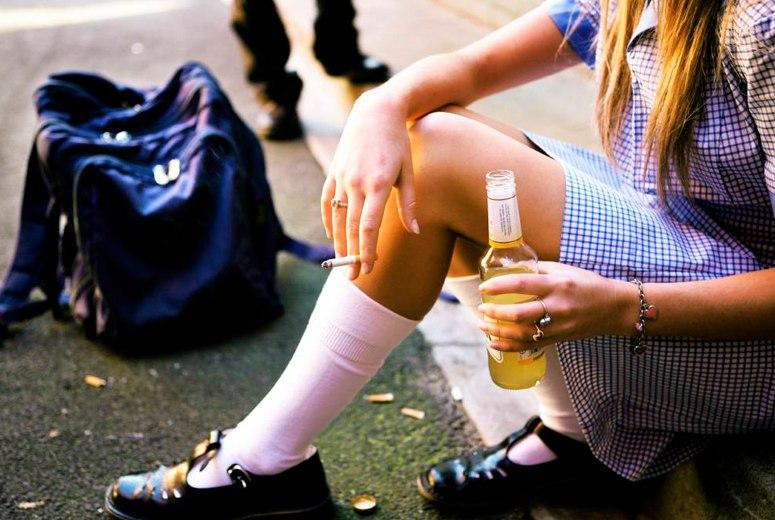 50-летняя женщина, продававшая алкоголь несовершеннолетним, приговорена к шести месяцам исправительных работ