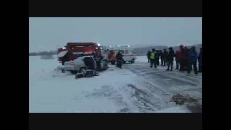 Авария, унесшая жизни женщины и двух детей в Башкирии, попала на видео