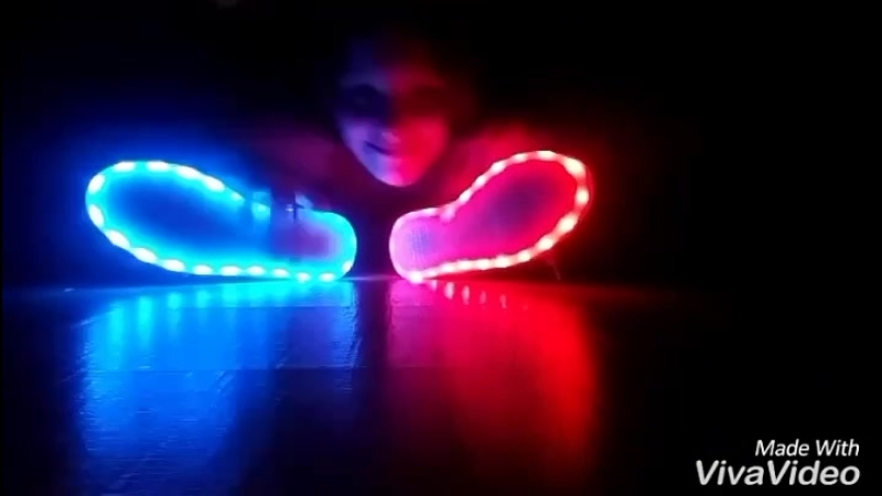 люблю танцевать особенно когда пришли мои новые крутые светодиодные кроссовки