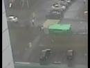 Гибель 13-летней девочки из-за урагана в Москве попала на видео. Ролик опубликован на YouTube. На записи с камер видеонаблюдени