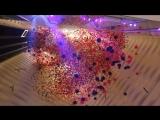 Сброс в 50 000 шаров в атриуме отеля Hyatt Regency