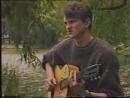 Музыкант из Донецка в 1991 году в Кишинёве исполняет свою песню «Настроение дрянь». Татьяна Добрынина ищет автора песни или его