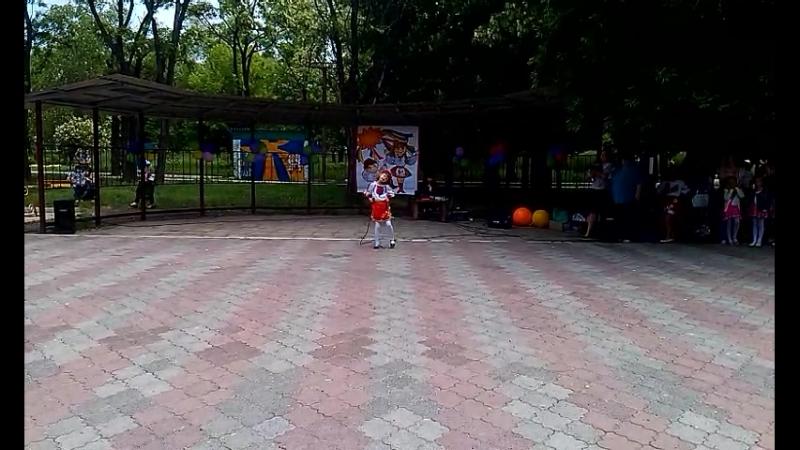 Орехова Лія Дівчина україночка