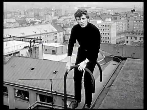 клип на крышах Václav Neckář Když vítr zafouká 1966