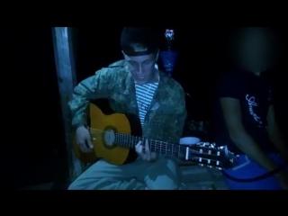 [v-s.mobi]Деревенский парень спел песню на гитаре. Афигели все. Никто не ожидал..mp4
