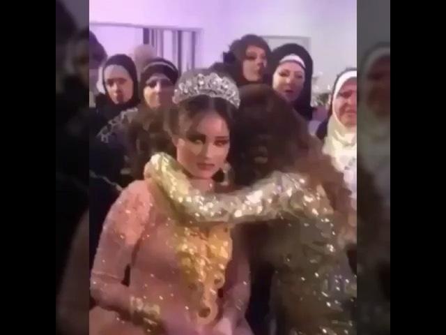 """Свадьбы Всех Народов 👰🏻 on Instagram: """"Турки обвесили невесту золотом 😄 Хорошая традиция 👍🏻 мне нравится ❤️"""""""