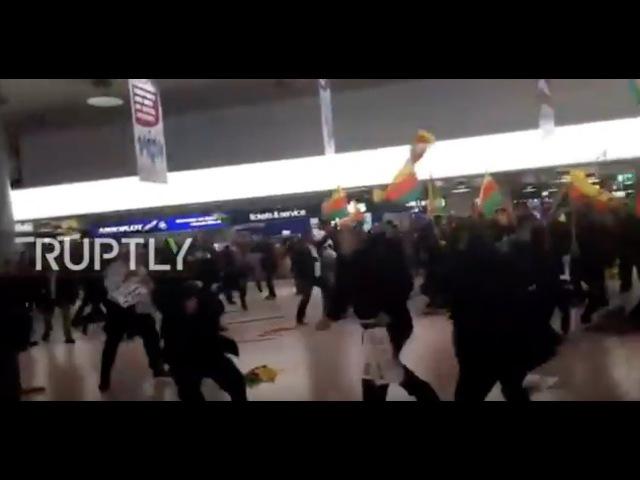 Около 180 турок и курдов стали участниками драки в аэропорту немецкого Ганновера.