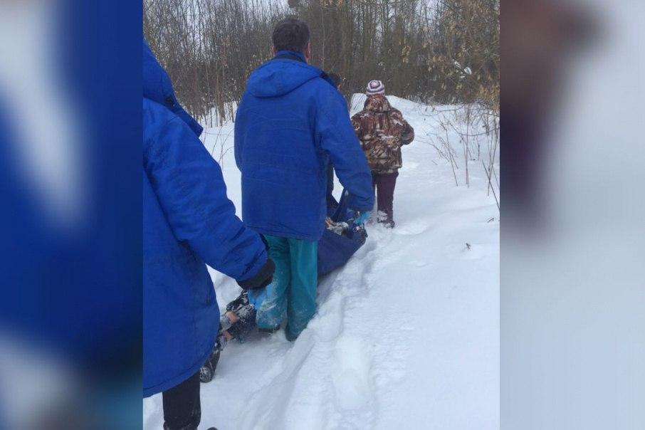 В посёлке Октябрьском домохозяйка на себе вынесла из перелеска замерзающего мужчину.