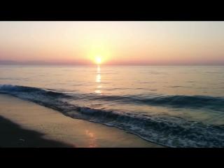 Солнышко встает. Море шумит. Вот оно счастье.