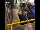 Пьяные пассажирки из Питера вежливо освободили себе выход из автобуса