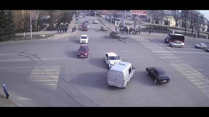 ДТП в Рязани с участием такси | Интересное видео tkru.ru/threads/interesnoe-video.5827/