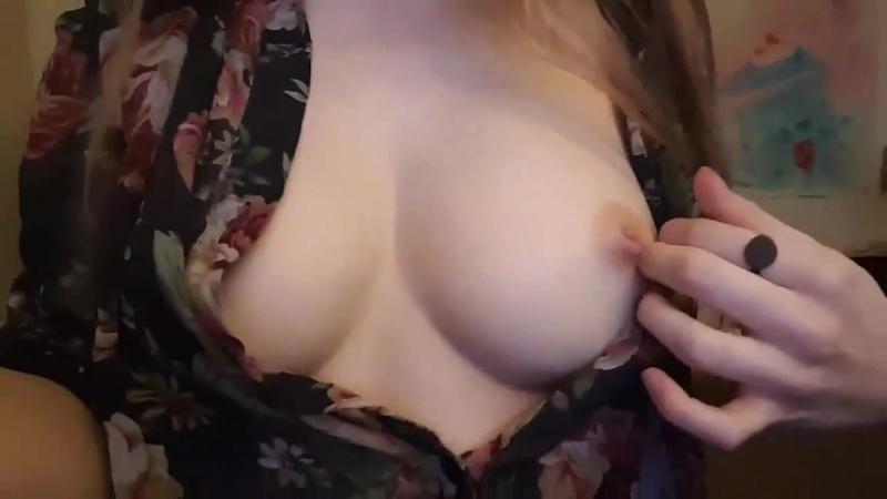 Молодая девочка после школы показала сиськи в чате не порно