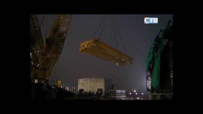 19 04 2018 На строительной площадке ЛАЭС внутрь здания реактора была установлена многотонная балка полярного крана