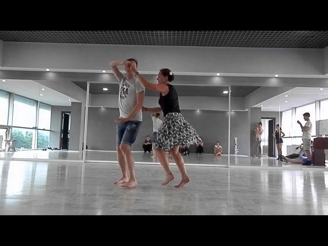 Женя и Оля танцуют арастапе