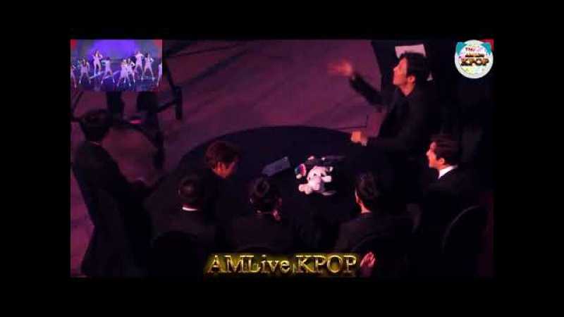 171115 EXO(엑소) reaction to MOMOLAND(모모랜드) - Freeze(꼼짝마) Wonderful Love at Asia Artist Awards 2017