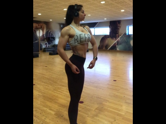 """Posing practice on Friday💃🏻 even though I'm now not competing until later on in the year, I'll be pos..."