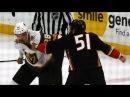 Golden Knights' Carrier Ducks' Liambas chuck knuckles in big boy tilt